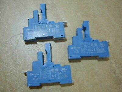 FINDER 95.05 RELAY SOCKETS with RETAINING & RELEASE CLIP & ID TAG (Quantity 3)