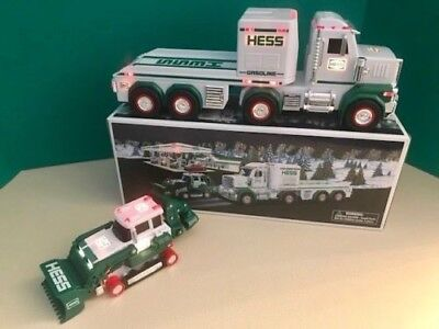HESS TRUCK HAULER AND TRACTOR 2013 w/ WORKING  LIGHTS & SOUNDS