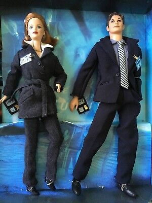 X-FILES Collector edition Ken & Barbie figures agents Dana Scully & Fox Mulder