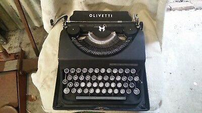 Olivetti Vintage Typewriter Black with Case collectable in good condition!