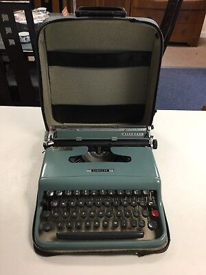 Olivetti Lettera 22 Vintage Typewriter With Zip Up Case
