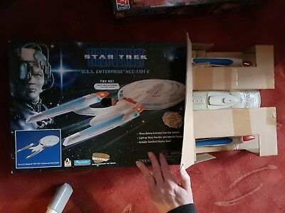 Star Trek First Contact - Playmates - U.S.S. Enterprise NCC-1701-E