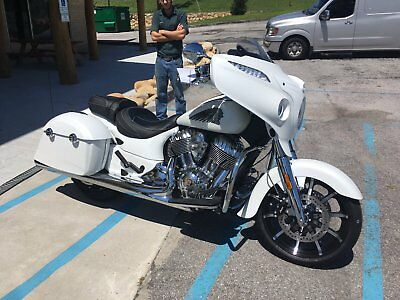 2017 Indian Chieftain Limited  Indian Chieftain Limited Smoke White *** LOW MILES ***