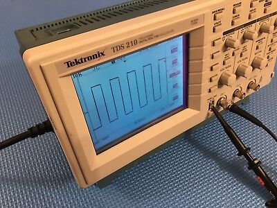 Tektronix TDS210 60MHz Oscilloscope with Comms Module