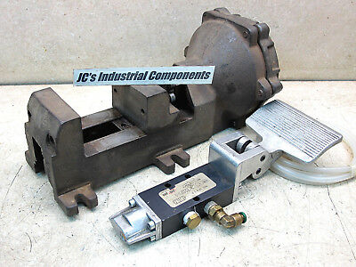 W.r. Brown,   Pneumatic Vise,  Very Good Condition,  Made In Usa