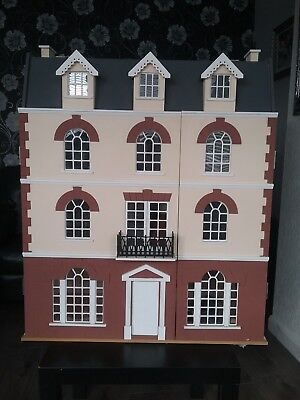 Beeches dolls house. Georgian part furnished