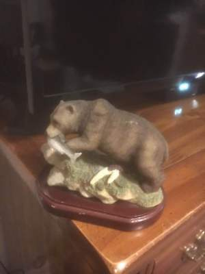 Bear With Salmon Figurine No Name Brand  But Not Homco Home Interiors Good Cond