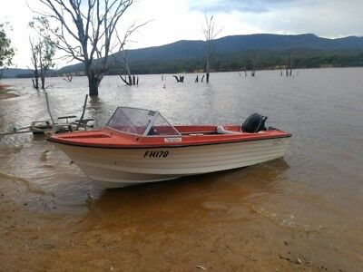 15ft fibreglass boat with reg & trailer