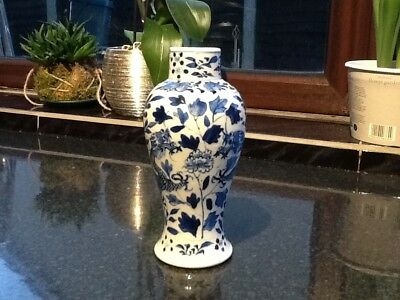 Antique Chinese vase blue and white painted of dragons