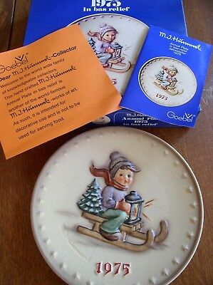 Goebel Hummel RIDE INTO CHRISTMAS (1975) Annual Plate Bas Relief