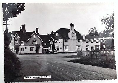 VINTAGE POSTCARD OF THE PRIDE OF THE  VALLEY HOTEL CHURT, SURREY c.1950's