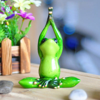 1X Green Frog Figurine Resin Frogs Colleation Gift Decor Yoga Lotus Pose