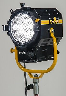 "Comet Strobe 6"" Fresnel by DeSisti and Head Cable"