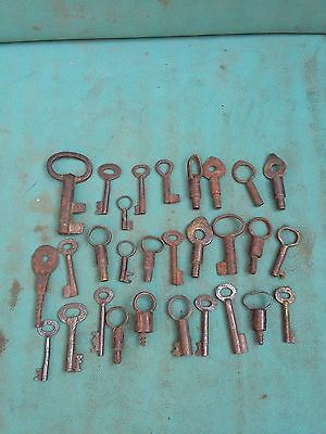 Lot of 29 Antique Vintage Skeleton Barrel Mix Iron Keys,Padlocks,Furniture #584