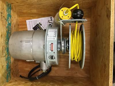KH INDUSTRIES RTSD3L-HEP326-B16K Hazardous Location Cord Reel Light, 26W