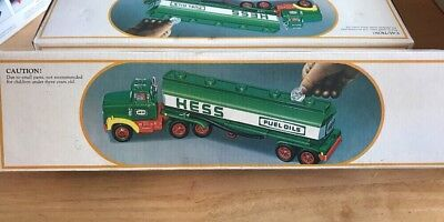 Vintage 1984 Hess Toy Fuel Oil Tanker Truck Bank with boxNew Old Stock