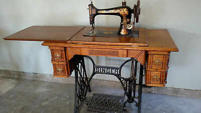 Beautiful Antique Singer Treadle Sewing Machine with Cabinet - Pick-up only - BEAUTIFUL ANTIQUE SINGER Treadle Sewing Machine With Cabinet - Pick