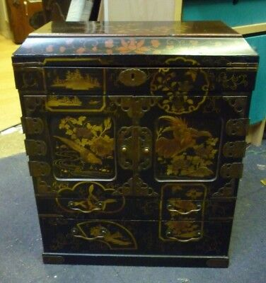 Very Pretty 19th Century Japanese Lacquered Table Cabinet