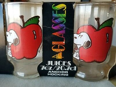 Set of 4 1958 SNOOPY Lemon and Apple  Schultz Peanuts juice glasses in box