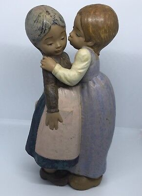 "Lladro 2086 ""Little Kiss"" Two Girls! Gres Finish"