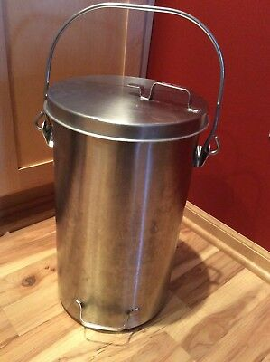 Vollrath 59200 Stainless Steel Covered 20 Quart Ice Cream/Tote Pail.