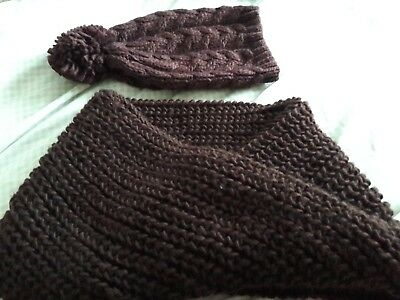 bobble hat and snood berry colour