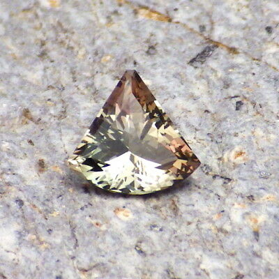 PEACOCK GREEN DICHROIC OREGON SUNSTONE 0.69Ct FLAWLESS-SMALL RING SIZE-RARE CLR