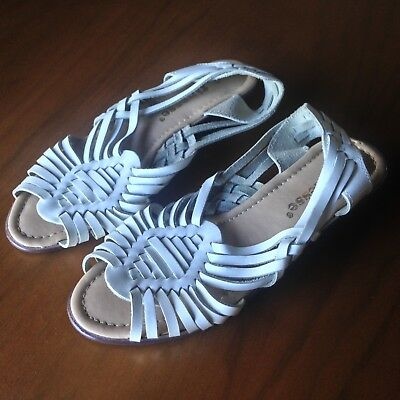 Womens Sandals 6.5 White Leather Flats Open Toe Native American Slip On