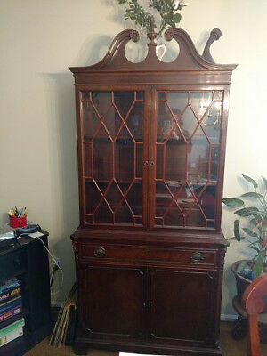 Vintage antique 1920's era Duncan Phyfe Style Hutch/Display Cabinet