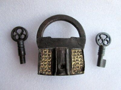 1930's Vintage Old Fine Solid Iron Unique Shape Screw System Padlock With 2 Key