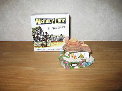 MEMORY LANE *NEW* Maison Cottage Honey Pot Cottage 8x11cm