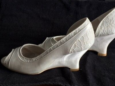 Wedopus  Women's Lace and Satin Peep Toe Wedge Heel Ivory Wedding Party Pump