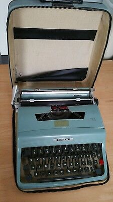 Vintage Olivetti Lettera 32 Typewriter with Case - Made in Italy