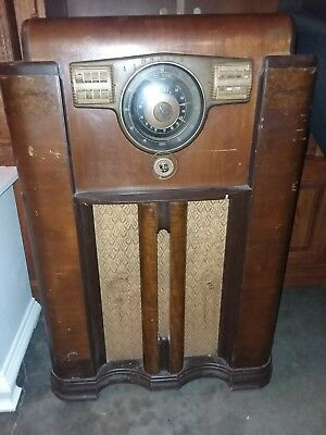 1941 Zenith 12s - 568 Ch=12A3 shutter dial console radio