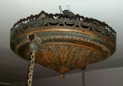 Bradley & Hubbard ceiling rose - spring chain pulley oil lamp hoist.