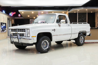 Chevrolet Silverado 4x4 Pickup Restored Silverado 4X4! GM 350ci V8, 700R4 Automatic, PS, PB, A/C, Garage Kept