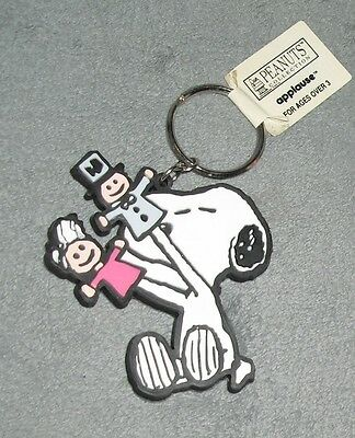 """NWT PEANUTS Hand PAW PUPPET SNOOPY Applause 4"""" PVC MOTHER'S DAY Gift  KEYCHAIN"""