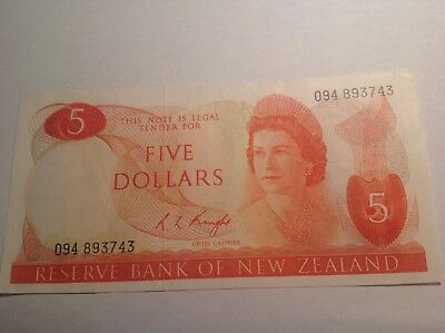 New Zealand Banknote 5 Dollars Signature Knight?
