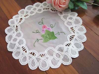 Lovely Grape Hand Applique Embroidery Batten Lace White Sheer Doily 24CM
