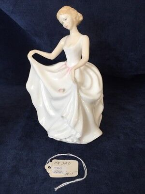 Royal Doulton Tracy Pretty Ladies Large Figurine 1982 Hn3291 Porcelain, Mint
