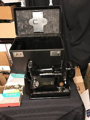 Beautiful Vintage Singer Featherweight 221-K Sewing Machine 1961 w/Attachments/
