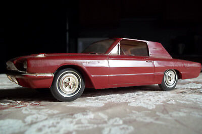 1966 Ford Thunderbird PROMO Car 1:24 Scale Plastic Model Pre-owned