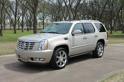 Cadillac Escalade Premium  1 Owner 37k Miles Premium 1 Owner 37k Miles One Owner Perfect Carfax Nav TV/DVD 22's Only 37k Miles