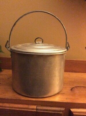Vintage ALUMINUM LUNCH PAIL. CAMPING. BERRY PICKING. VERY NICE.