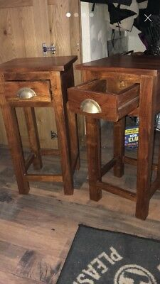 Solid Oak Pair of Bedside Cabinets / Side Tables