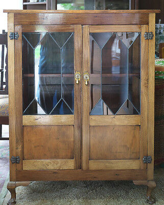Vintage  Bookcase/Display Cabinet, Ledlight Glass & Cabriole Legs Pickup only