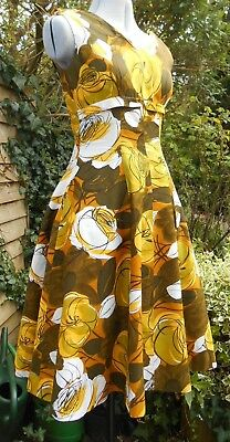Beautiful Original Vintage 1960s/ 1950s  Dress. S  . Bright and Bold Print.