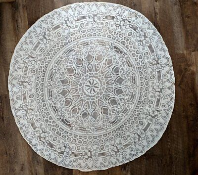 Vintage Floral Lace Table Cloth Round 44 inches in diameter, Great condition