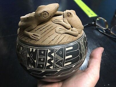 Stone Hand Painted Bowl Sculpture of Frog and Lizard