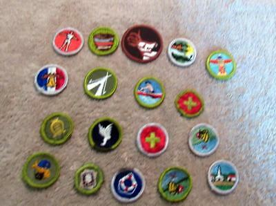 VINTAGE BOY  SCOUT -  Lot of Eighteen (18) embroidered badges - 17 MB & 1 Patrol
